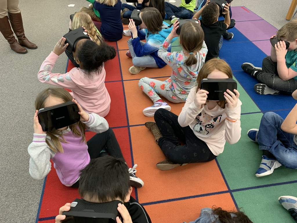 Students using VR kit